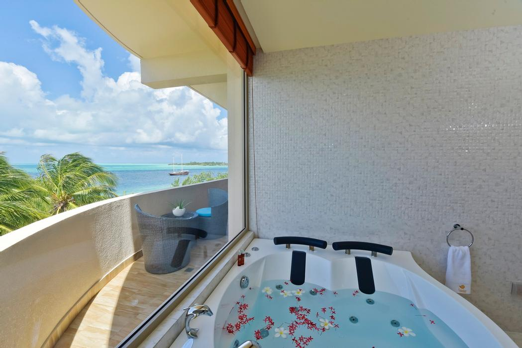 Executive Suite Jacuzzi 11 of 25