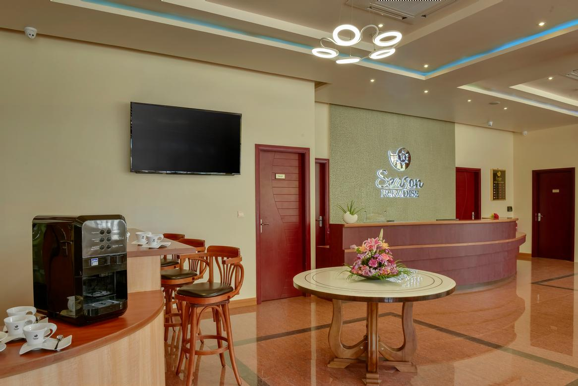 Lobby And Reception 4 of 25