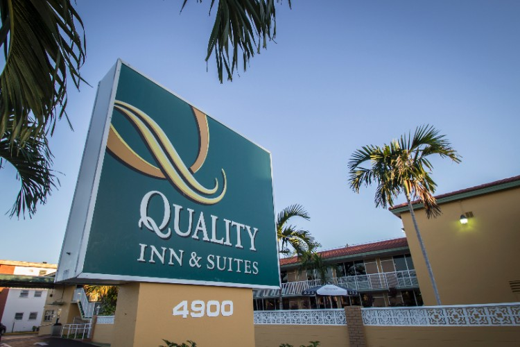 Quality Inn & Suites Hollywood Blvd. 1 of 9