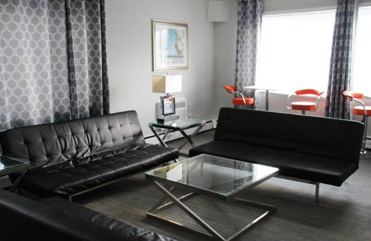 H Suite Living Room 7 of 11