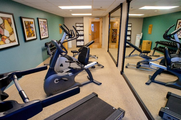 Free On-Site Fitness Center W. Cardio Equipment 6 of 12