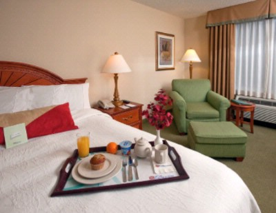 Unwind In One Of Our King Rooms And Have Room Service Brought Up To Your Room! 9 of 11