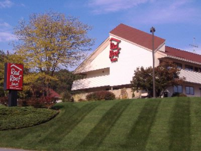 Red Roof Inn Boston Southborough / Worcester 367 Turnpike Rd. Southborough  MA 01772
