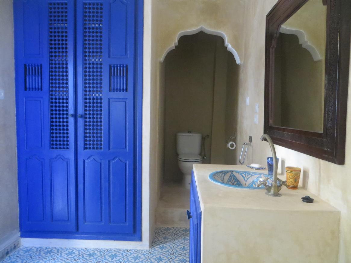 Typical Moroccan Style Bathroom 9 of 31