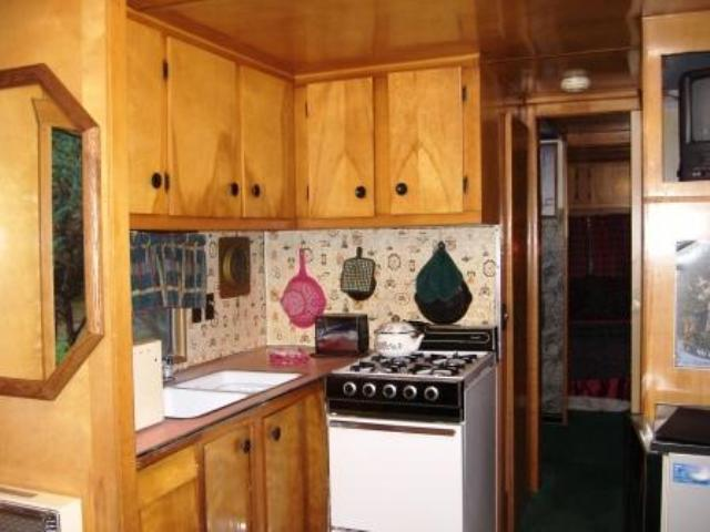 1 Bedroom Mobile Kitchen 13 of 17