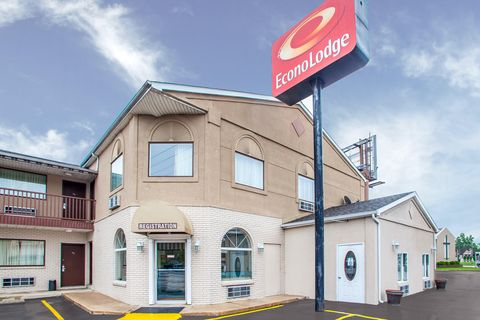 Econo Lodge 1 of 10