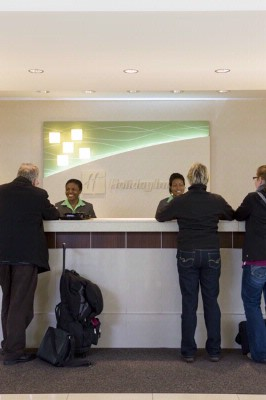 Lobby Front Desk 4 of 18