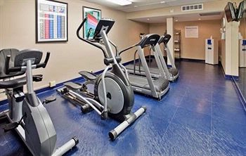 Cardiovascular Fitness Center With Filtered Water 12 of 18