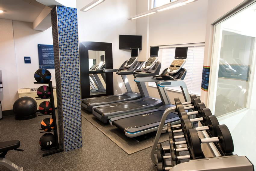 Keep Your Exercise Goals On Track With Our Extensive Exercise Room 7 of 9