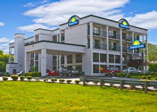 Days Inn Smokymtn / Sevierville 407 1 of 8