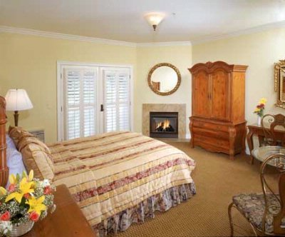 The Merryvale Room. A Typical Queen Superior Room With Fireplace. 5 of 19