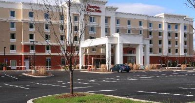 Poughkeepsie Hampton Inn & Suites 1 of 9