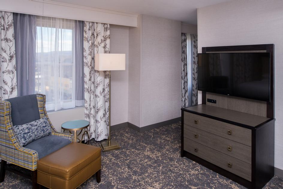 All Rooms Have 49 Inch Hdtvs Refrigerator And Microwave 3 of 11
