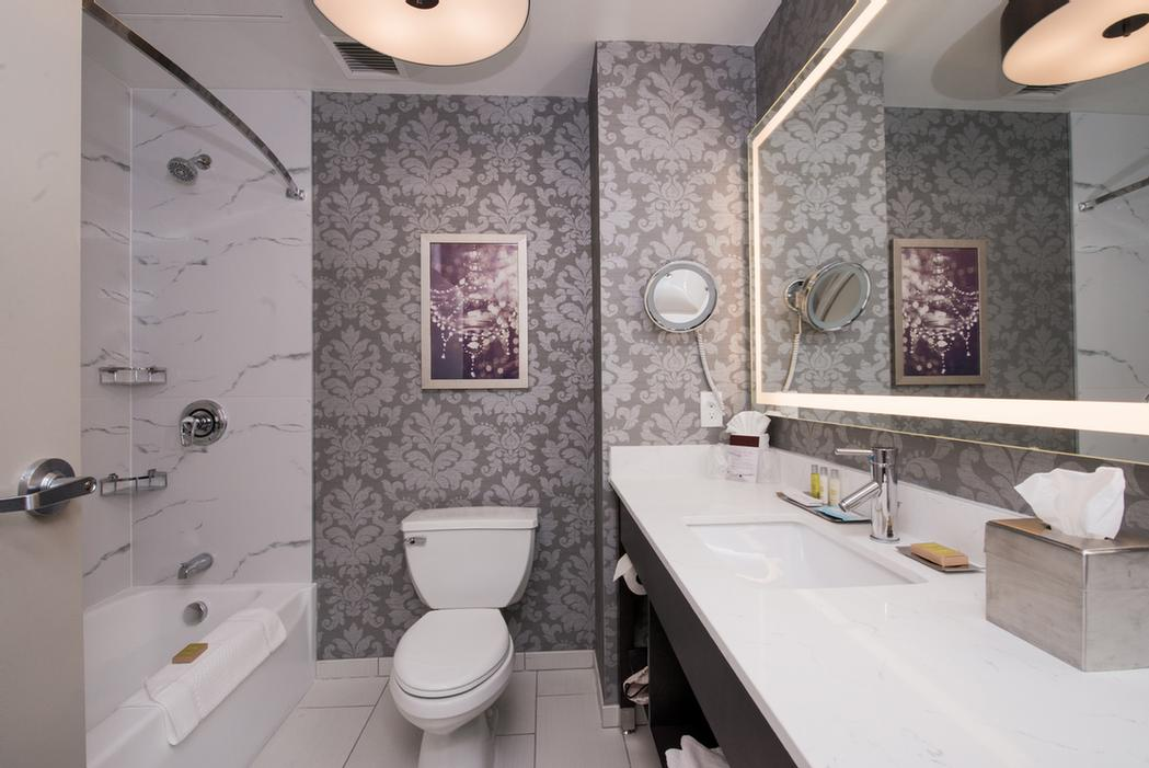 Very Spacious Bathrooms With Lighted Mirror And Make-Up Mirror Hair Dryer And Tub 4 of 11