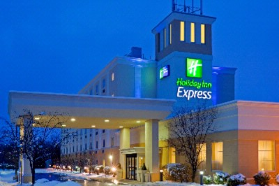 Holiday Inn Express -Exterior Night 4 of 8