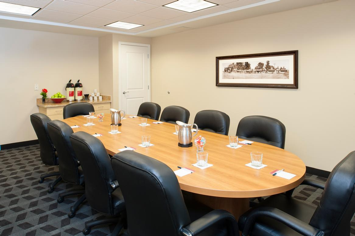 Boardroom Meeting Room 13 of 13