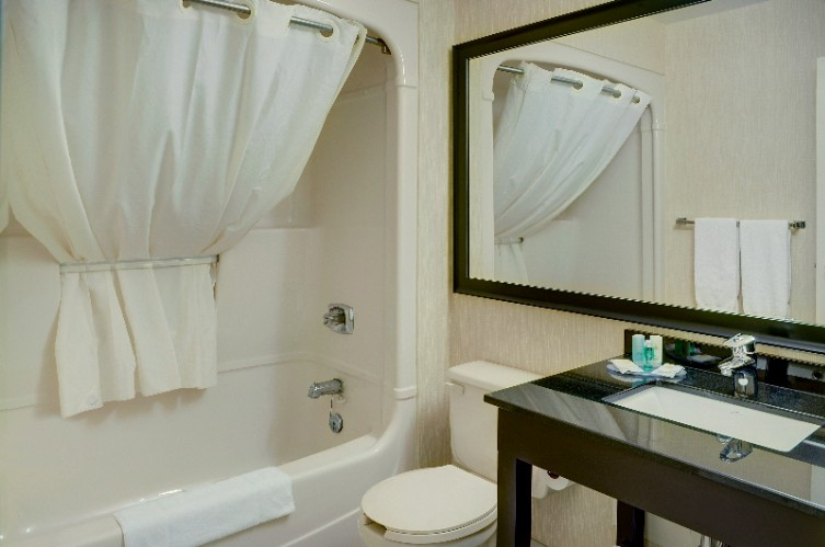 Private Guestroom Bathroom With Curved Shower Rod 7 of 9