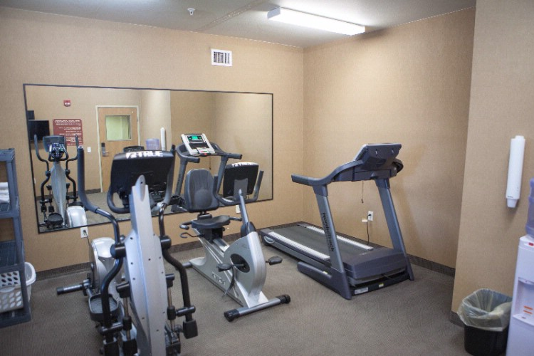 Fitness Room 7 of 18