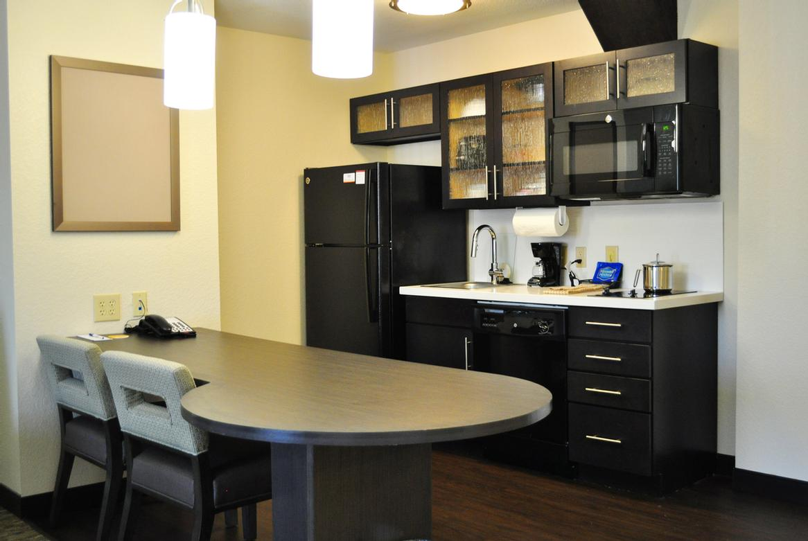 One Bedroom Suite Kitchenette 16 of 16