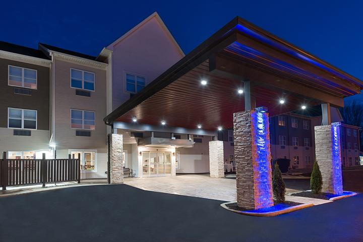 Holiday Inn Express Hotel & Suites Columbus Airport East 1 of 12