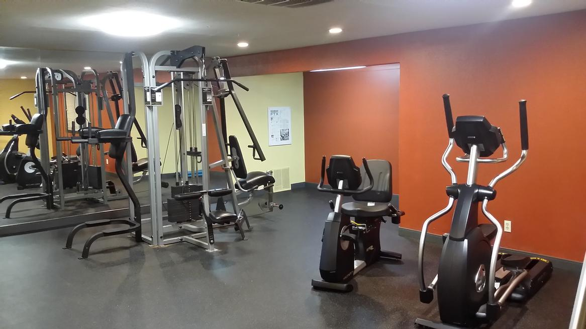Fitness Room 7 of 11