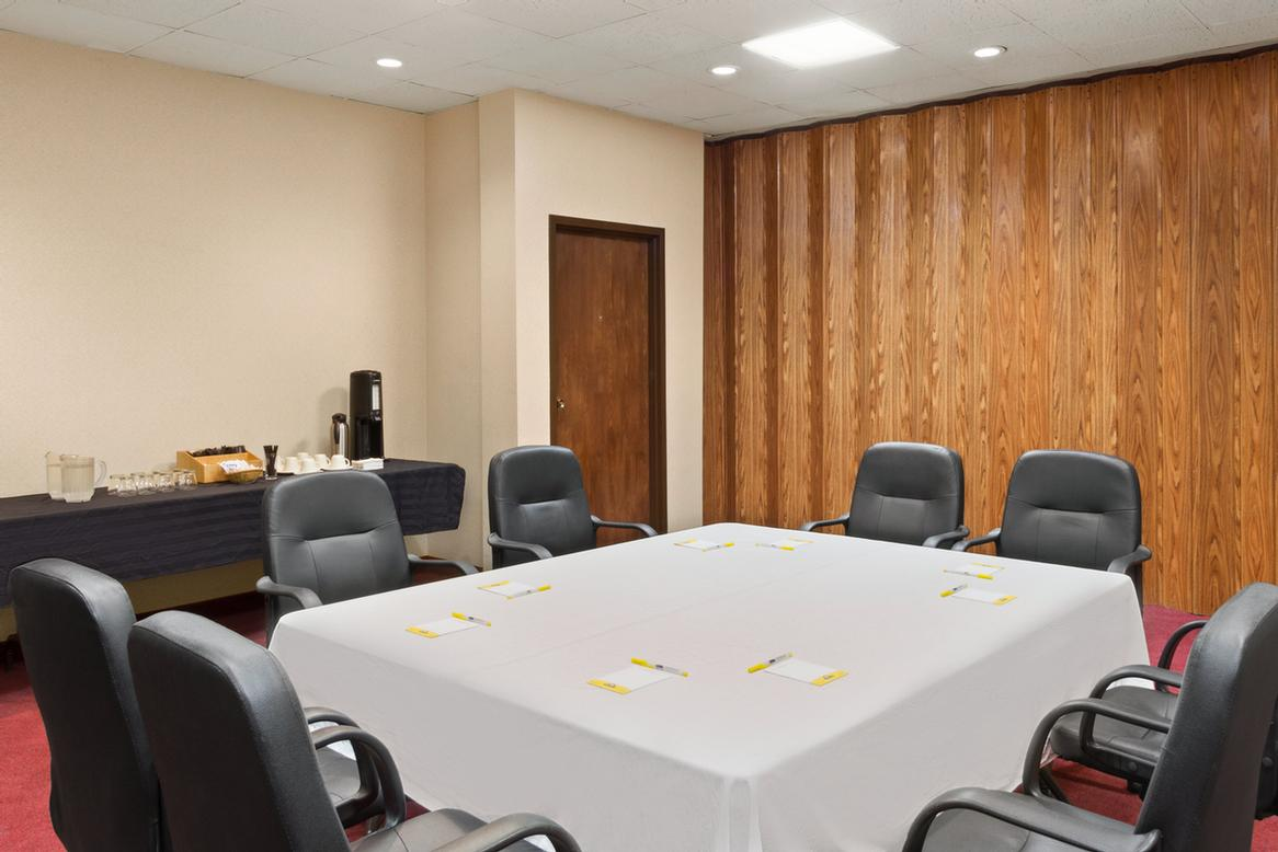 Meeting Room B 15 of 17
