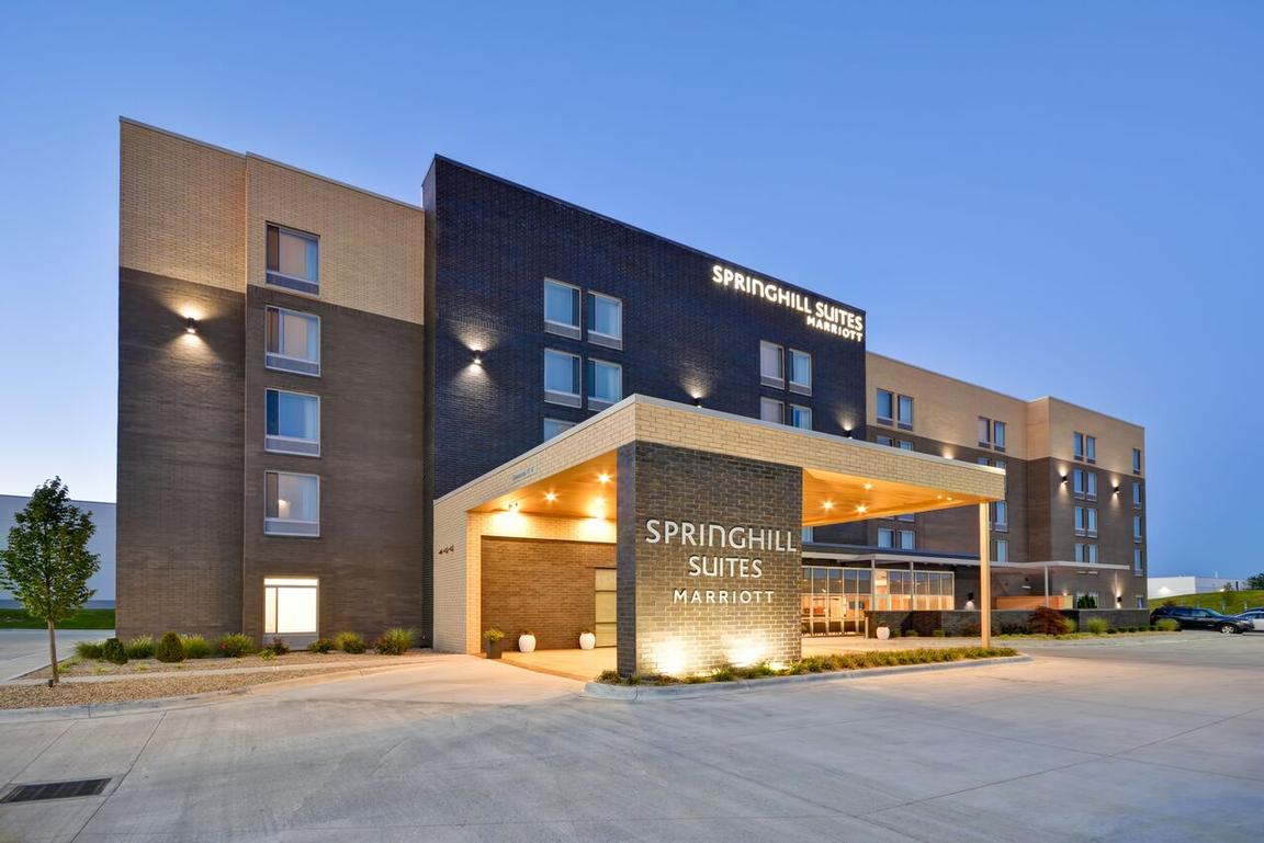 Springhill Suites Cincinnati Blue Ash 1 of 21