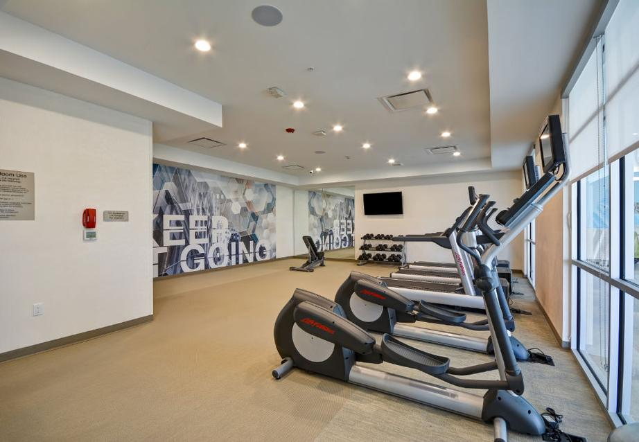 Fitness Room 11 of 21