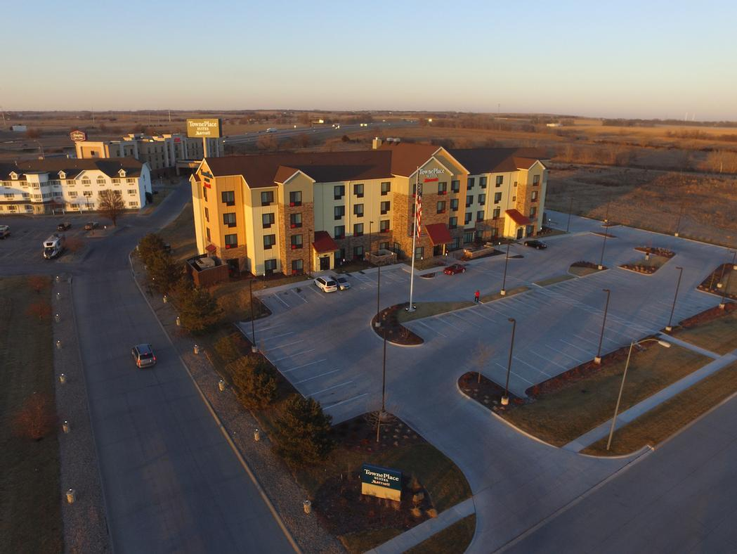 hotels extended wyndham view stay hotel ne overview nebraska by of exterior lincoln travelodge in