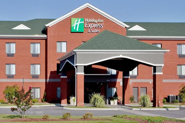 Holiday Inn Express & Suites 1 of 4