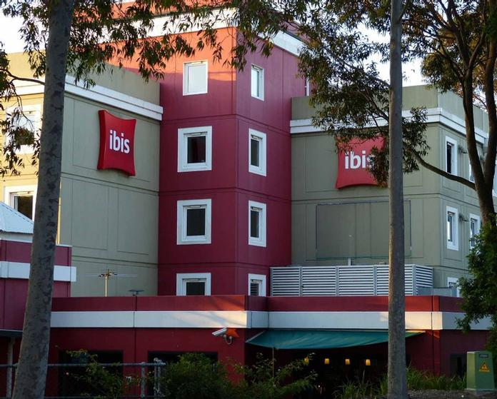 Ibis Sydney Thornleigh 1 of 9
