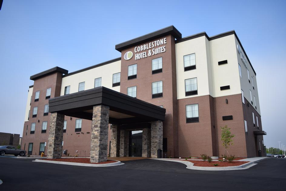 Cobblestone Hotels & Suites Wissota Chophouse Stevens Point 1 of 6
