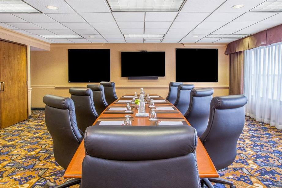 Crowne Plaza Boardroom 8 of 10