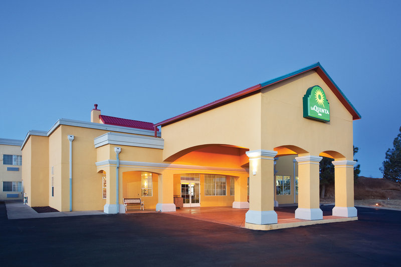 Front Exterior Of La Quinta Inn & Suites 2 of 15