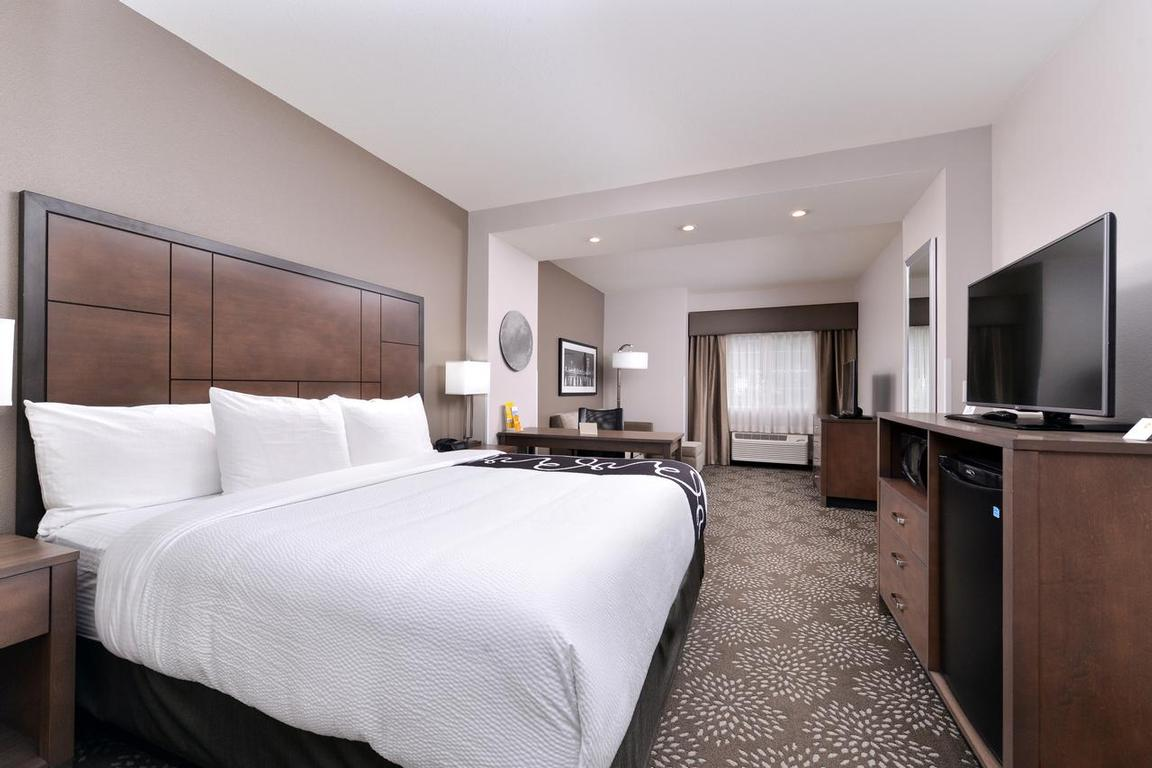 Enjoy The Spacious Executive King Room 5 of 11