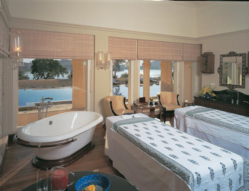 Spa Suite 18 of 21