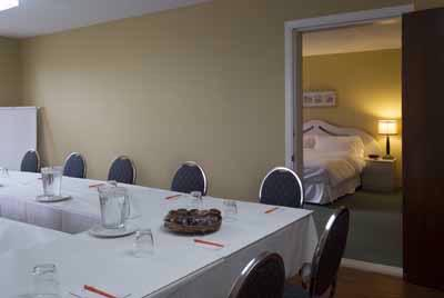 Meeting Room With King Bedroom Communicating 7 of 10