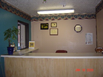 Front Desk 2 of 4