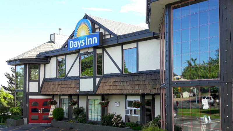 Days Inn Victoria Uptown 1 of 7