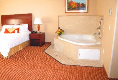 Upgraded Room Whirlpool Room 10 of 20