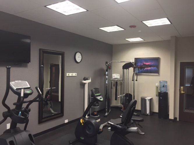 Fitness Room 10 of 16