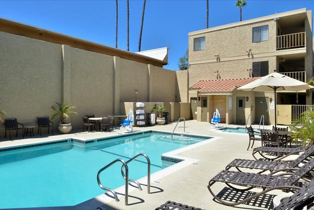 Hotel Outdoor Heated Pool 3 of 6