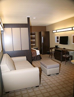 Spacious Queen Size Suite With Pull Out Couch 6 of 6