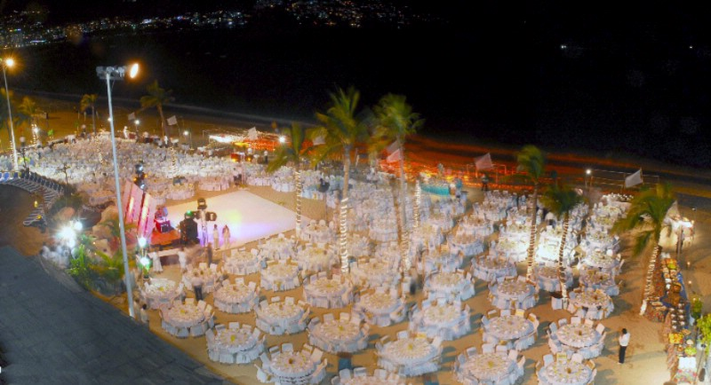 Banquet On The Beach Up To 1800 Persons 16 of 19