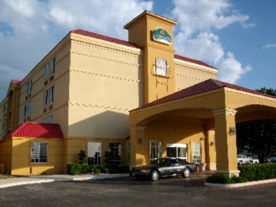 La Quinta Inn & Suites Tulsa Central 1 of 9