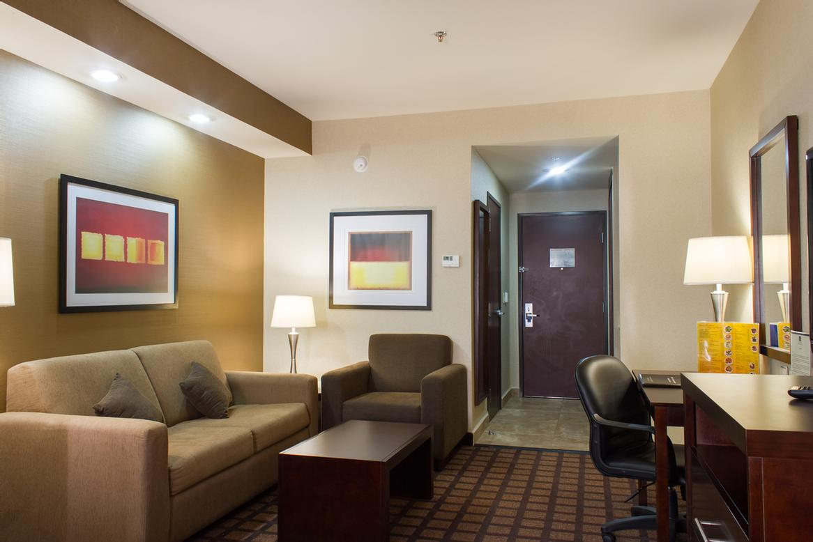 Suite King Room 7 of 17
