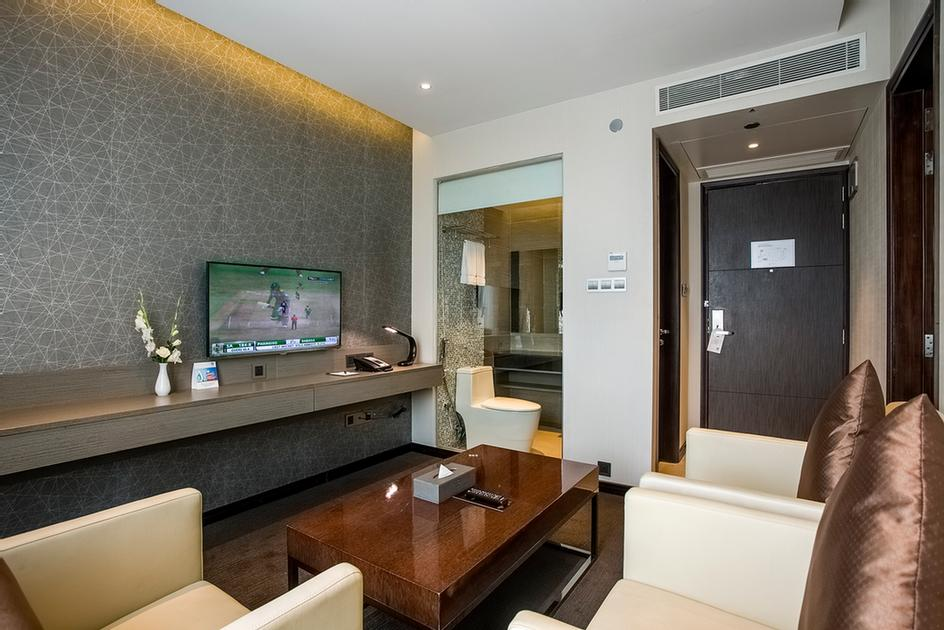 Executive Lounge Room 9 of 24