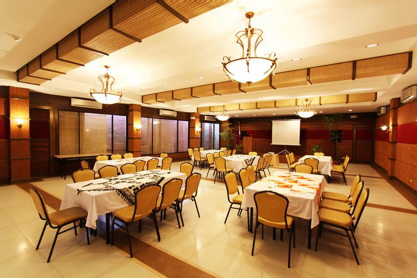 Function Room 19 of 31