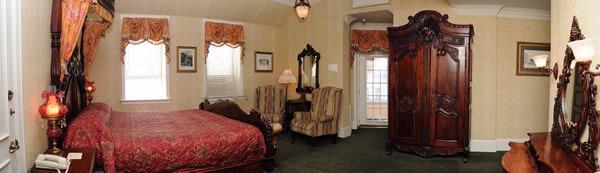 Riverview King Parlor W/balcony Room 7 of 14