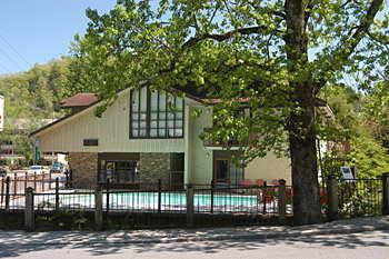 Mountain House Inn Downtown Gatlinburg Tn 247 Newton